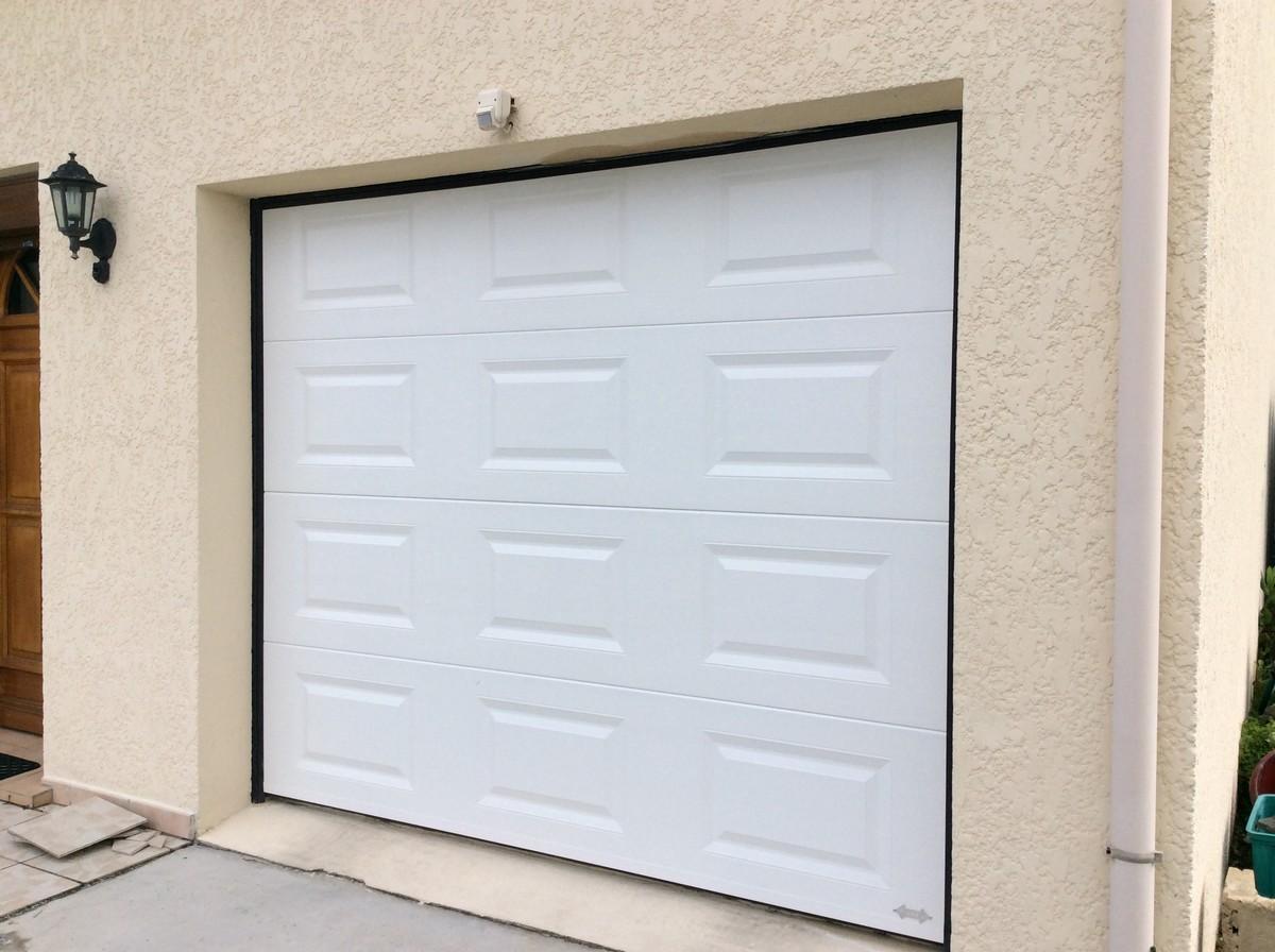 Pose porte de garage à Méru